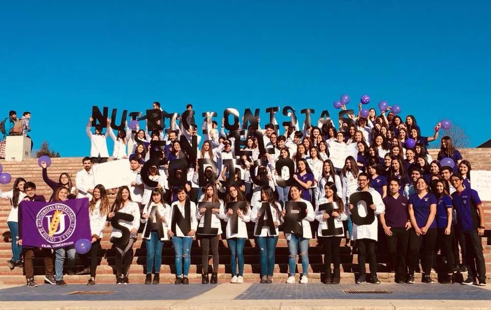 Foto de alumnado del Colegio de Nutricionistas de Chile